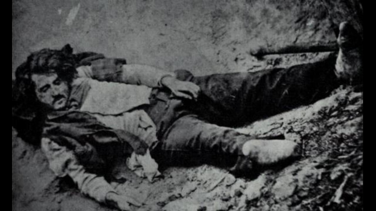 Ninco Nanco fotografato dopo essere stato ucciso