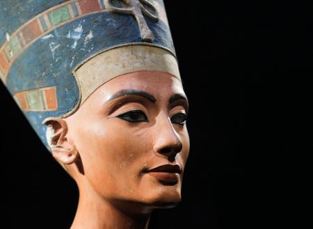 Nefertiti, «la bella che arriva»: la grande regina egiziana