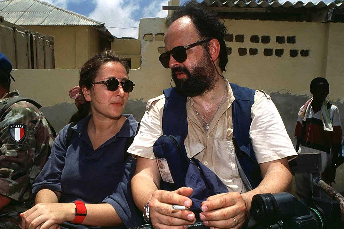 Ilaria Alpi e Miran Hrovatin, giornalista e cameraman per Rai Tre, assassinati a Mogadiscio il 20 marzo 1994. Avevano scoperto un traffico clandestino di armi e rifiuti tra la Somalia e il governo Craxi.
