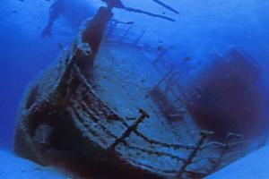 Le immagini della prima nave dei veleni ritrovata, poi la vicenda fu insabbiata.