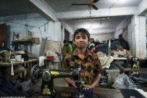 VI PIACE VESTIRE ZARA, GAP E H&M? PRODUCONO IN BANGLADESH, PAGANDO I LAVORATORI 56 EURO AL MESE
