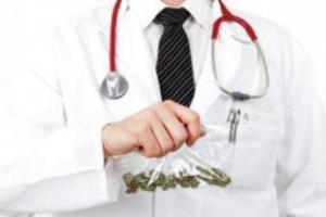 """Il dottor Marco Bertolotto: """"Il dolore? Qui lo curiamo con la cannabis"""""""