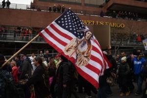 I Sioux promettono battaglia contro Trump: l'oleodotto non si farà