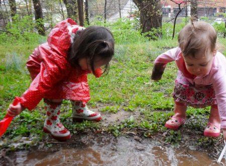 I bambini intelligenti? Non usano il tablet ma si sporcano nel fango e si arrampicano sugli alberi