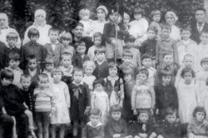 Quei bambini usati come cavie per testare un vaccino: morirono in 28.
