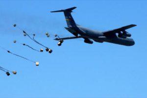 Il comando iracheno denuncia gli USA per i rifornimenti paracadutati da aerei USA ai miliziani dell'ISIS