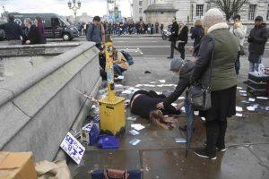 Londra, attacco davanti al Parlamento. Spari e feriti. Ucciso assalitore
