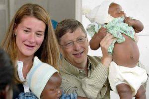 La filantropia di Bill Gates: 30.000 bambine indiane usate come cavie per la sperimentazione del vaccino antitumorale.