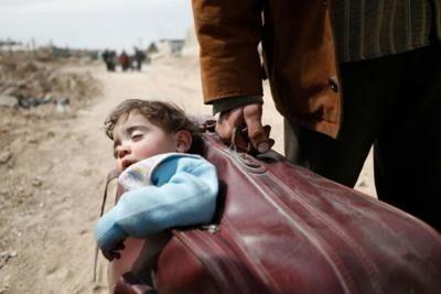 Il bambino nella valigia: diventa virale l'ennesima fake story sulla Siria